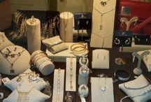 Expositores y tiendas de bisuteria y complementos