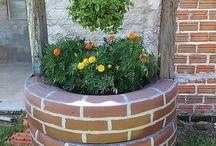 Puutarhanhoito ja kukka  ruukut