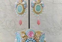 vyšívané šperky
