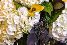 A wedding of yellow and black / If you're leaning toward a yellow and black wedding, these flowers are must-sees. www.WilliamsburgFloral.com