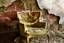 Abandoned / Forgotten things.  Such a inspiration....  Vergeten plaaten, 1 foto, een heel verhaal........