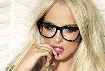 gyönyörű szemüveges csajok