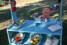 Más que juguetes / Cocinitas de madera, tiendas, tippis, tocadores, caballitos, bancos de almacenaje.......   Juguetes en madera que fomentan la creatividad de los peques y ayudan a crear ambientes únicos en sus dormitorios.