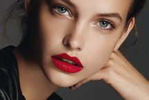 sophisticated red lips look