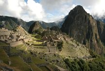 """""""Bienvenido"""" in Peru / Peru - Von der Küste über die Anden bis in den Regenwald. Trekkingtouren durch atemberaubende Gebirgsregionen, Bootsfahrten auf dem höchstgelegenen See der Welt, Dschungeltouren im Amazonasgebiet. Landschaftlich gibt es viel zu entdecken aber auch kulturell hat Peru viel zu bieten. Begeben auch Sie sich auf die Spuren vergangener Kulturen und besuchen Sie die weltberühmte Inkaruine Machu Picchu. Natur und Kultur pur – eine Reise nach Peru verspricht Abwechslung und einzigartige Eindrücke."""