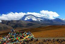 Mount Kailash Gruppenreisen / Der heilige Mount Kailash fasziniert seit jeher Besucher und Pilger aus aller Welt, lassen Sie sich von der Erhahbenheit des Berges verzaubern und lernen Sie die faszinierende Religion und Kultur Tibets kennen.