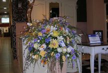 Композиции и букеты из искусственных цветов