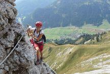 Klettern / Die Kalkfelswände des #tannheimertal sind perfekt für Klettertouren in verschiedenen Schwierigkeitsgraden. Wer es bis oben hin schafft, wird mit einem unvergesslichen und atemberaubenden Ausblick aufs #tannheimertal belohnt.