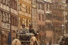 Winter in Nürnberg / Wenn der Weihnachtsmarkt auf dem Hauptmarkt aufgebaut wird, die alte Postkutsche durch die Straßen zieht und die Wege weiß eingeschneit werden ist es Winter in Nürnberg. Auf diesem Board zeige ich dir, wie schön der Winter in Nürnberg ist.