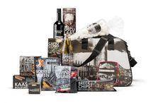 Kerstpakketten / Premiumgids heeft een uitgebreide collectie kerstpakketten. Alle kerstpakketten uit ons assortiment zijn al leverbaar vanaf 25 stuks en dus uitermate geschikt voor zowel kleine als grotere bedrijven en instellingen.