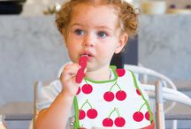 the essential travel bib / Our innovative bib has meal time wrapped up, wherever you are.