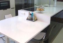 Cocinas con isla y mesa