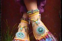 ruhák cipők ékszerek táskák