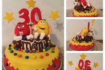 Sugar paste cake's topper / Questa torta l'ho fatta per i 30 anni di mio fratello! È stato divertente!  This is my brother 30 birthday's cake! I was funny to do that!!