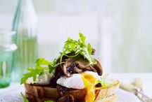 BREAKFASTS THAT ARE HEARTY & HEALTHY / The best way to start the day - get into some nourishing, tasty food that will sustain you from breakfast time through to lunch time. Here are some great healthy and hearty breakfast recipes.