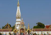 Wat Phra That in Thailand / Der Wat Phra That Phanom liegt unweit des Mekong im Zentrum der kleinen Stadt That Phanom in der Provinz Nakhon Phanom. Zentrales Monument des Wat ist ein über 1000 Jahre alter Chedi, in dem sich eine Relique Buddhas (ein Schlüsselbein) befinden soll.