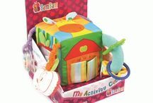 Spielzeug / Kinder können damit spielen und gleichzeitig etwas lernen. Spielzeuge gehören zur Kindheit dazu. Schaut, mit welchen Kinder zur Zeit am liebsten spielen!