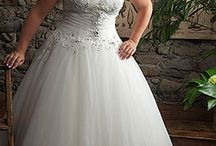 Plus Size Wedding Dresses / Plus Size Wedding Dress Inspiration
