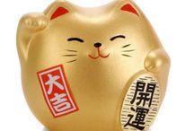 Maneki Neko / Japanese cat bringing luck ;)