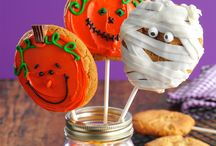 Halloween Favorites / A great selection of Halloween Party desserts and treats