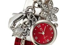 Horloges en oorbellen en ringen
