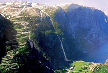 Trasy motocyklowe | Motorcycle routes / Majestatyczne Alpy, dzikie norweskie fiordy czy może rumuńskie Karpaty? Piękne motocyklowe trasy są wszędzie. Szukaj ich na motovoyager.net