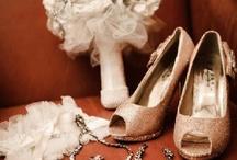Bridal accesories / by Belle Novia Vestidos de Novia