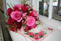 Wedding Flower Ideas / Bouquets and boutonnieres to match your own wedding style!