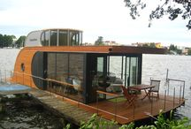 Houseboat that looks