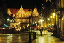 Gdansk - historische Hanzestad / Gdansk – vroeger bekend onder de Duitse naam Danzig – is prachtige stad met een eeuwenoude geschiedenis. Ooit was het een van de rijkste en belangrijkste Hanzesteden en had het levendige culturele en commerciële banden met de Lage Landen. Gdansk is de hoofdstad van Pommeren en ligt aan de Oostzee. http://www.polen.travel/nl/steden/ontdek-gdansk/