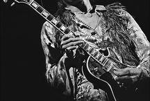 Рок музыканты,гитары.