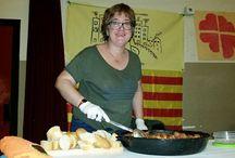 """Sopar de Germanor 2015 / En el 2015, la AVVCentre participó en el """"Sopar de Germanor"""" con albóndigas en salsa de tomate."""