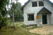 Projekt Pierwszy Dom / Projekt domu Pierwszy Dom to propozycja na Państwa pierwszy dom. Mieszcząc się na niewielkiej powierzchni i w niedużym budżecie, dostają Państwo wszystko, czego od prawdziwego domu można oczekiwać