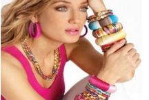 women accessories / Find a wide selection of women's accessories at Buckle. Our accessories include many styles and designs of bracelets, earrings and necklaces for women.