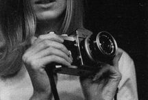 Linda McCartney music & portrait photographer / So sad really. Such a shame.    I have compiled a list of those who I consider to be the world's greatest photographers with links where possible to their websites: http://www.edwardolive.info/mejores_fotografos_del_mundo_top_10_bodas_moda_retratos_boda_inspiracion.php