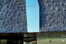 B. LEY DEL CONTRASTE GESTALT. / ley del contraste Gestalt:  Una forma es mejor percibida, en la medida en que el contraste entre el fondo y la forma sea más grande. El contraste puede ser de forma, tamaño, color, valor, dirección, textura o tratamiento.