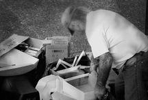 6tos - Una foto realista / Tomamos como disparador al realismo social del s.XIX y a artistas como Millet, Daumier, Courbet quienes representaron en sus pinturas al trabajador de la ciudad, del campo, mujeres, hombres y niños, a las clases más bajas ganándose el pan de cada día, con objetividad y cierto componente de denuncia. Actualizamos el contenido al s.XXI, a nuestro entorno y contexto social. Estas son las fotografías realistas tomadas por alumnos de 6toA y B, promoción 2016.