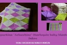 "Copertina ""Arlecchino"" (Harlequin/diamond baby blanket) / Foto e video tutorial per realizzare la copertina ""Arlecchino"". Videotutorial and pictures to make a Harlequin/diamond baby blanket."