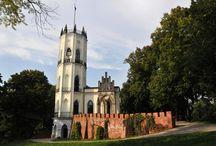 Opinogóra - Pałac Muzeum Romantyzmu / Romantyczny pałacyk w Opinogórze powstał w latach 1828 - 1843 i był prezentem ślubnym generała Wincentego Krasińskiego dla swojego syna, poety Zygmunta Krasińskiego i jego żony Elizy Branickiej. Od roku 1961 w pałacyku mieści się Muzeum Romantyzmu.