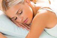Sleeping positions / I medici consigliano di solito di dormire sul fianco destro, con le gambe un po' ripiegate e la testa appoggiata su cuscino di altezza media.  Quando dormiamo, il corpo ha infatti bisogno di essere accompagnato da supporti sani e di qualità, come materassi e guanciali specifici.   E tu come dormi?