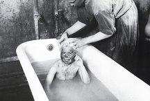 Снимки Аркадия Шайхета / Абрам Шайхет(Шойхет)(1898-1959)- один из величайших фотографов своего времени, советский мастер фотоискусства, один из основоположников советского фоторепортажа. На его фотографиях запечатлена советская действительность 30-40 годов: все то, что позднее полностью исчезнет с фотографий: реальные люди и реальные приметы времени, которые дают понять чем жила и чем дышала наша страна в те грозные годы.  пиво, а мать шила шляпы.