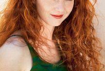 Беонна / Гамма - оруженосец.Очень оптимистичная и романтичная девушка психолог из мрачного будущего.