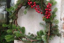 Addobbi / Addobbi natalizi fatti con tralci di vite e rami di pino