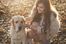 Девушка с собакой на прогулке