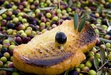 Navarra te abraza / Con su gastronomía auténtica de la tierra, con su naturaleza emocionante, con sus tradiciones genuinas, con su Historia de Viejo Reyno...