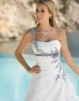 Trouwjurken / Weddingdresses / Al onze jurken zijn met zorg en smaak uitgezocht voor de hedendaagse bruid.De getoonde jurken zijn allemaal in de zaak te bewonderen en te passen.