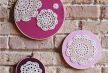 Wedding Doilies (Doily DIY) / Doilies (Doily DIY) for weddings and events. Here we post all the creative ways you can decorate with these lace inspired paper and cloth works of art.