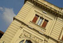 Forlì (Emilia-Romagna) / Forlì è un comune italiano di circa 118.157 abitanti, capoluogo della provincia di Forlì-Cesena in Romagna. Distante circa 30 km dal mare, è sede della Scuola di Lingue e Letterature, Traduzione e Interpretazione (SLLTI Forlì), pare una delle più quotate nel suo genere in Europa. Se vuoi sapere di più sulla storia di Forlì leggi  Wikipedia, http://it.wikipedia.org/wiki/Storia_di_Forl%C3%AC