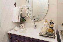 Banheiro retrô / Se deseja ter um banheiro retrô ou vintage, possivelmente você não precisará investir em grandes reformas. Um espelho, gabinete, louça e/ou acessórios já daria conta do recado, e transformaria um banheiro simples em um verdadeiro ambiente repleto de personalidade!