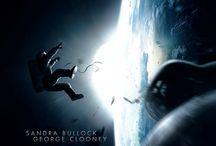 Gravity / I premi Oscar Sandra Bullock e George Clooney sono i protagonisti di #Gravity, un thriller mozzafiato che trascina il pubblico alla deriva nello spazio profondo, diretto dal candidato all'Oscar® Alfonso Cuarón.  Da ottobre al cinema.